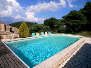 Charming 18th century farmhouse large private pool