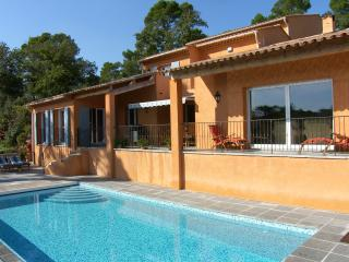 Villa Rosetta Luxury Holiday Home with Heated Pool, Brignoles