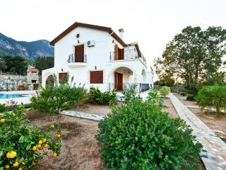 KB417 Luxury 4 Bedroom Villa With Private Tennis C, Kyrenia