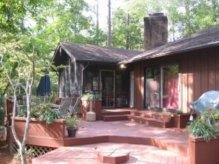 3400 Sq. Ft., New Kitchen, 4 BR, 4 BA, Sleeps 12+, Pinehurst