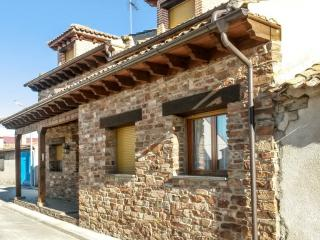 Traditional House w/terrace & BBQ, Abades