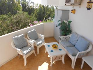 2 Bed Garden apartment with aircon/wifi