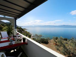 "House ""Panorama-Loutraki"""