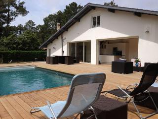 Seignosse villa with heated swimming pool
