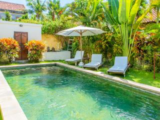 LOW COST BELLA VILLA IN A PERFECT LOCATION, Seminyak