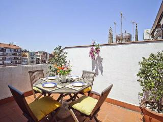 2BR/1BA Terrace Apt- Sublime Views Sagrada Familia, Barcelona