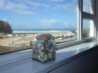 Beachside apartment, wide open sea & sunset views, Porthtowan