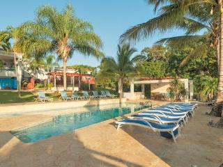 Mansion Hacienda Villa Bonita - Sleeps 6-8-12..50!, Aguadilla