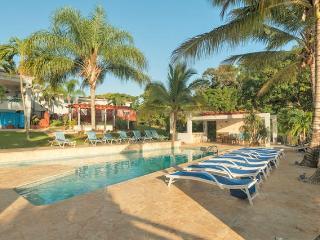 Hacienda Villa Bonita, Sleeps 6,8,12,20,30..50!, Isabela