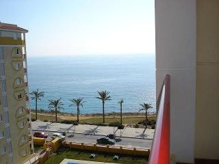 bright apartment next to the beach, Villajoyosa