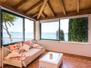 Villa Mirjana - One Bedroom Apartment with Terrace and Sea View (Naranca)