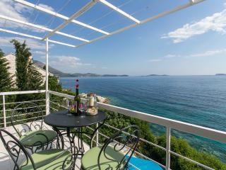 Villa Mirjana - Two-Bedroom Apartment with Balcony and Sea View (Sunce)