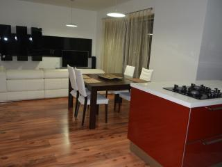 Bright Modern Apartment, Swieqi
