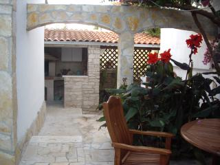 'Mala Kuca' Sleeps 4 +1, Supetar