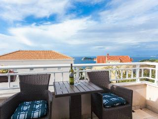 Apartment with a nice view 2+2, Cavtat