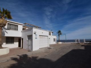 Condo 2 - Steps to the beach. Walk to Malecon!!, San Felipe