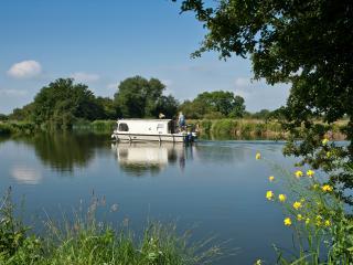 Oxford Riverside Glamping, Farmoor