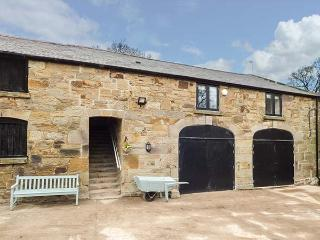 THE HAYLOFT, barn conversion, private garden, woodburner, WiFi, nr Flint, Ref 926335
