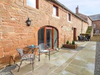 THE MEAL HOUSE terraced, working farm, parking, shared garden, in Carlisle, Ref 933728