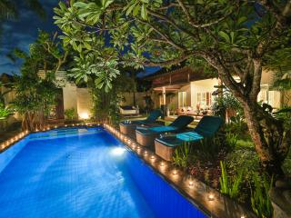 LUXURY Villa Lotus Seminyak Promo 800 to beach