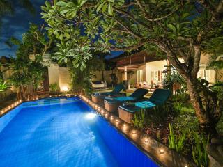 LUXURY Villa Lotus Seminyak Promo 800 to beach
