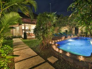 LUXURY Villa Lotus Seminyak Perfect Place for Relaxing 900 m to beach Promo