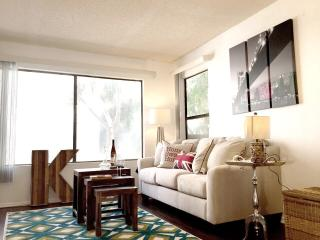 Stylish 2 Master Suites Bedroom Condo, Long Beach