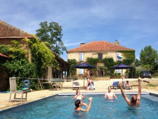 Marciac Farmhouse- splendid views and superb pool