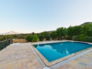 KB424 Generous & Charming Villa With Private Pool, Kyrenia