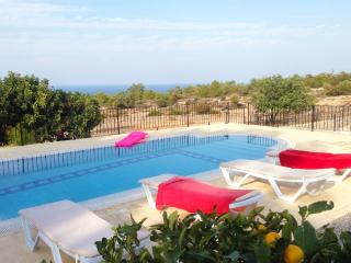 KB425 Luxury 4 Bdrmd Villa with Private Pool, Kyrenia