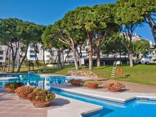 Spacious apartment in Frontline complex, Nueva Andalucia