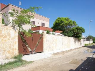Big Villa directly on the Beach, Torre Rinalda