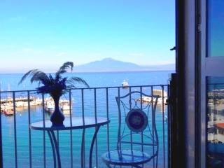 1 Bedroom sea view beach apartment in Sorrento