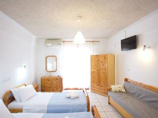Studio for 2-3 persons in Kamari beach