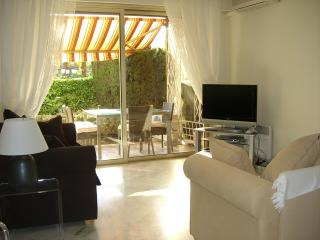 Luxury 2 bedroom garden apartment with pool, Cannes