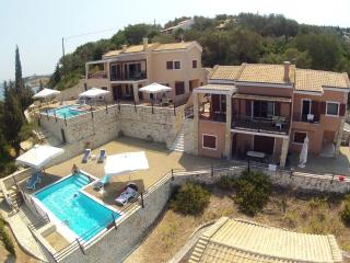 Residence with Shared Pool and Sea View