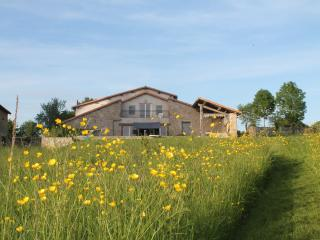 Luxury Holiday Home Ferme du Monteil, Auge