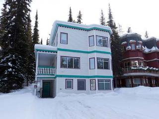Campbell House - Fabulous 4 Bedroom Home - Ski in/Ski out