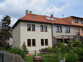 Quiet family house 17 minutes to Prague center