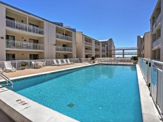 Immaculate Orange Beach Studio Condo w/Balcony & Complex Pool Access - Walking Distance to the Beach & Gulf Shores State Park! Only 30 Minutes from Pensacola