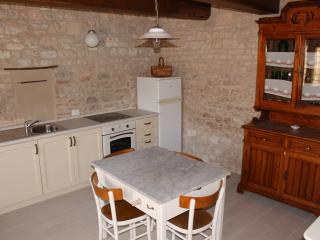 Beautiful Rural Apartment With Original Stone Walls!, Sigillo
