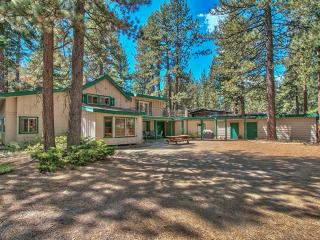 Spectacular 5BR South Lake Tahoe Home w/Wifi, Hot Tub, Sauna & Unbelievable Forest Views - Close to Lake Tahoe and the Beach!
