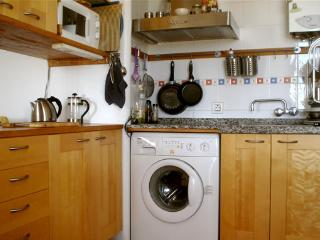 Fully equipped kitchen with micro, kettle, toaster and all utensils needed