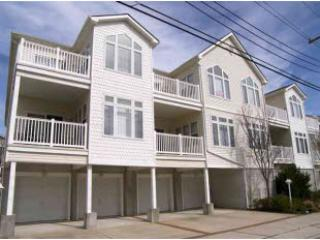 Convention Center 3.5 bdrm,1.5blk2beach,Sleeps 10!, Wildwood