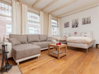 CENTER: Family Room with Fireplace (+Free Fresh Breakfast!), Amsterdã