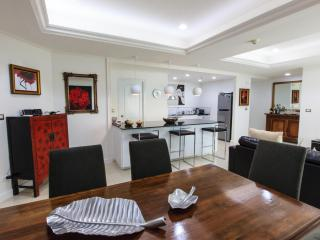 Centrally located luxury apartment fully furnished, Bangkok
