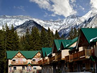 Beautiful Mountain Escape! Pool, Sauna #2, Canmore