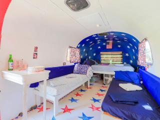 1976 Vintage Airstream Bed & Breakfast