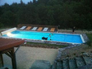 B&B met groot verwarmd zwembad en NL/FR eigenaars