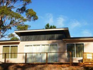 Bruny Beachside. Family sized four bedroom house quiet area beside the beach.